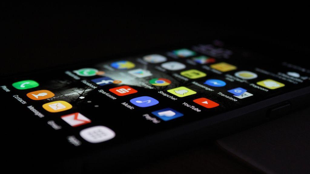 El modo oscuro en Android tiene múltiples beneficios si estás enganchado a tu smartphone