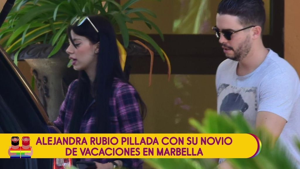 Alejandra Rubio, pillada de vacaciones con su chico