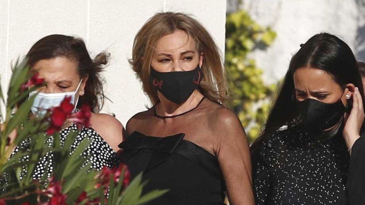 Ana Obregón, en el funeral de Álex con su hermana Amalia y Carolina, novia de su hijo
