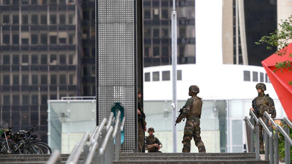 La Policía de París evacua un centro comercial tras alertarse de la presencia de un hombre armado