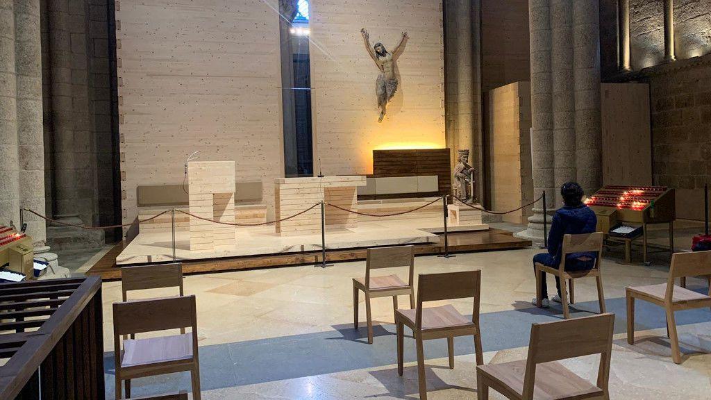 Altar provisional habilitado para celebrar la misa del peregrino
