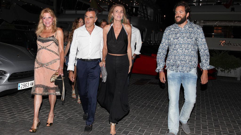 Carmen Cervera y Borja Thyssen junto a Manolo Segura y su mujer