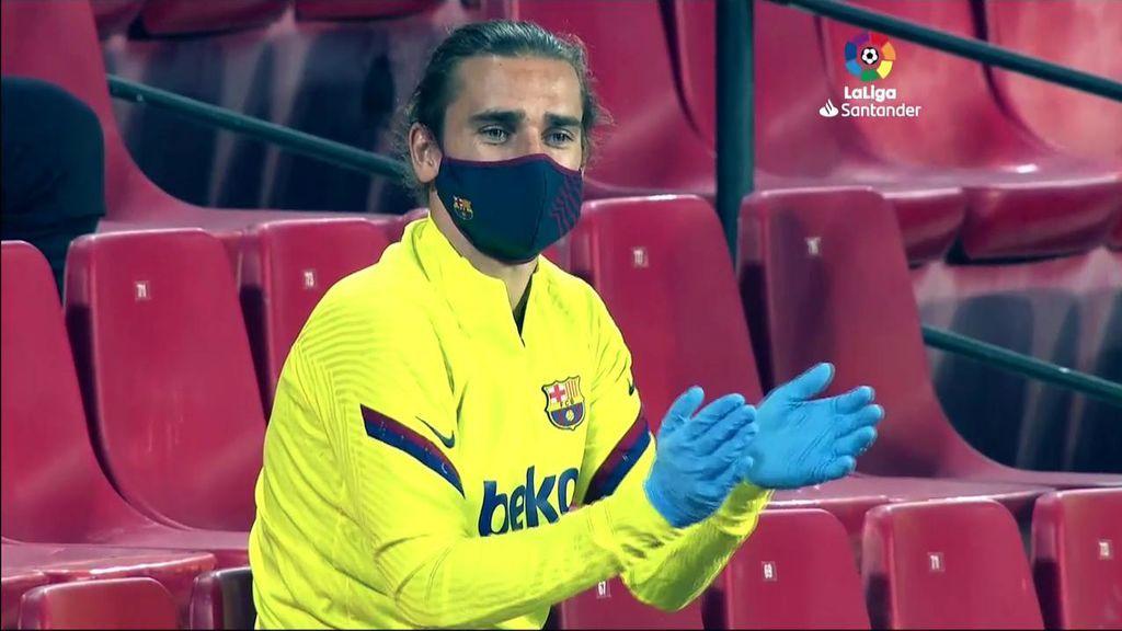 Griezmann, de suplente con mascarilla en el Camp Nou.