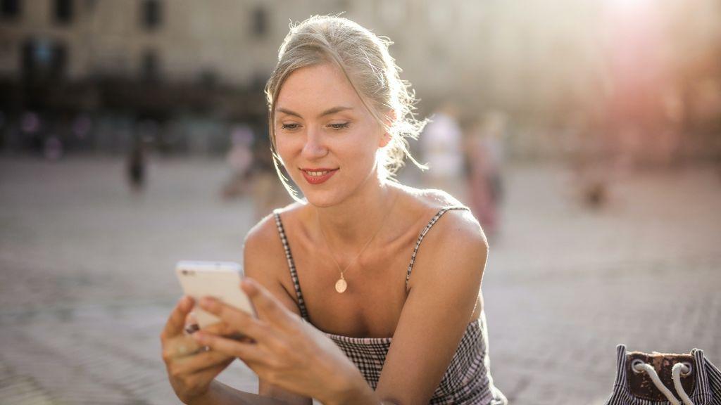 Escuchar audios de WhatsApp puede ser muy divertido con el truco de la voz modificada
