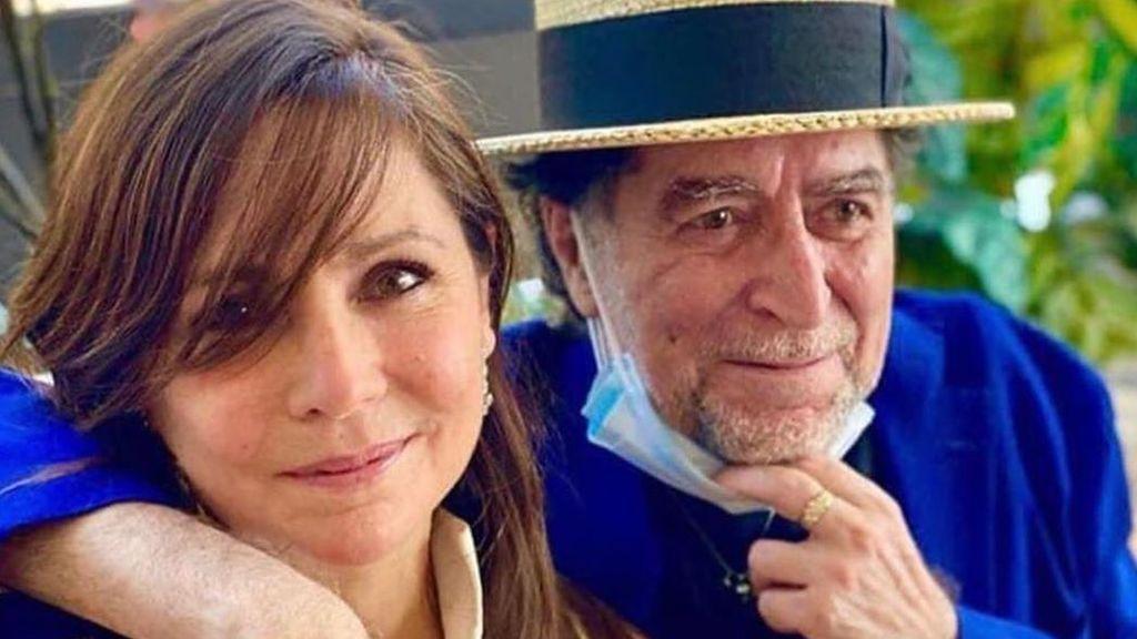 Flores rosas, libro de familia y mascarilla: el álbum de boda de Joaquín Sabina y Jimena Coronado que da cuenta de su recuperación.