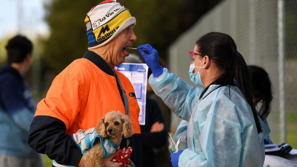 Australia confina a 300.000 personas durante un mes ante el peligro de un rebrote