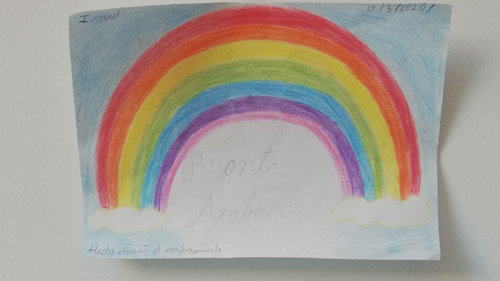 Un arcoíris dibujado por un niño que siempre me encontraba en mi paseo por la calle