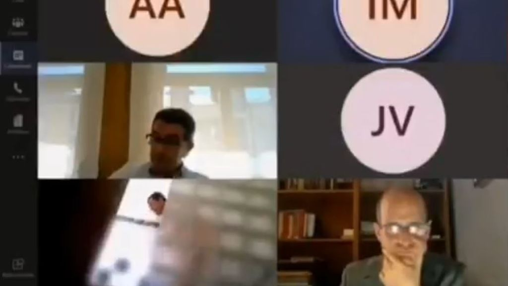 Un concejal de Torrelavieja no apaga la cámara y aparece duchándose en un pleno virtual