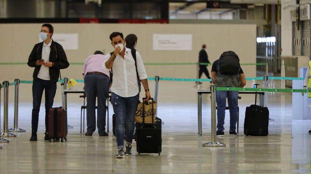 Temperatura máxima de 37,5 grados y formulario antes de viajar: así son los controles en los aeropuertos para entrar a España