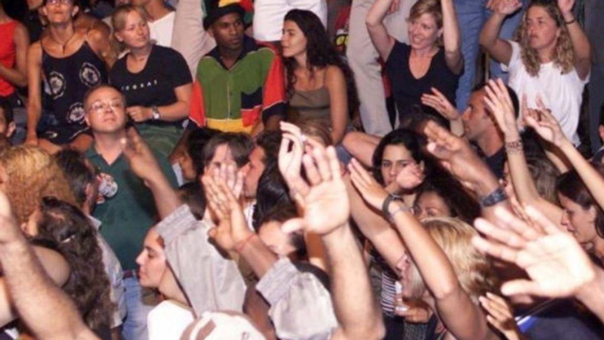 La última locura: jóvenes de EEUU organizan las fiestas del coronavirus donde el primero que se contagie recibe un premio