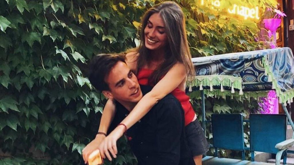 Gonzalo Caballero junto a su nueva pareja