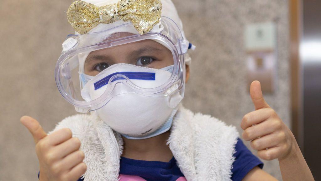 Ahinara, la niña que viajó de Ecuador a España en plena pandemia para tratarse un tumor cerebrañ