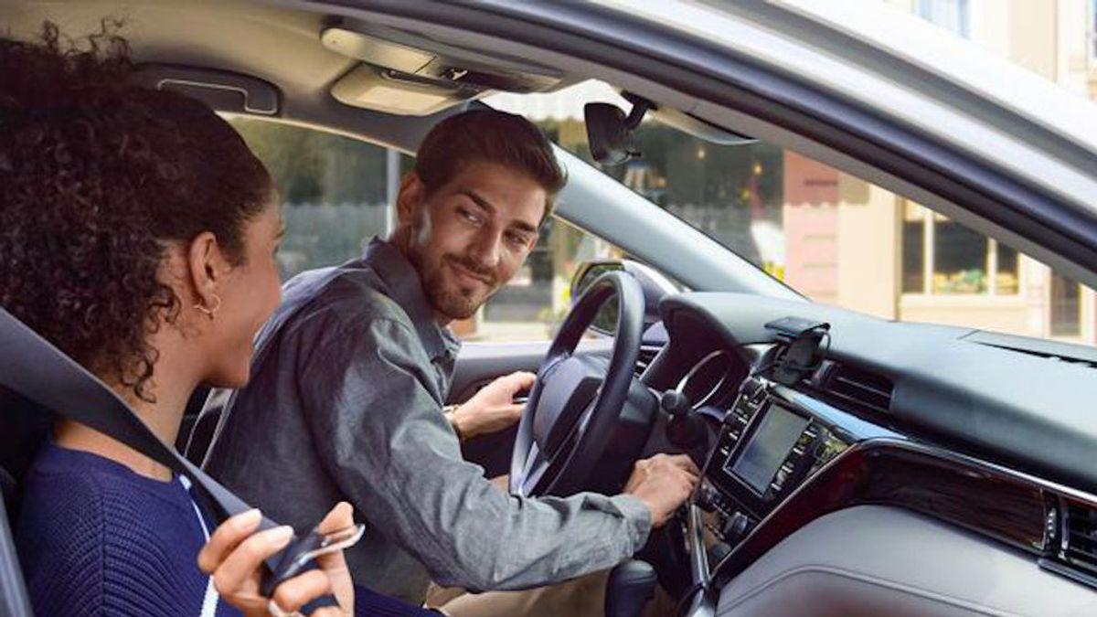 Alexa, de tu casa al coche gracias a Echo Auto, un nuevo dispositivo