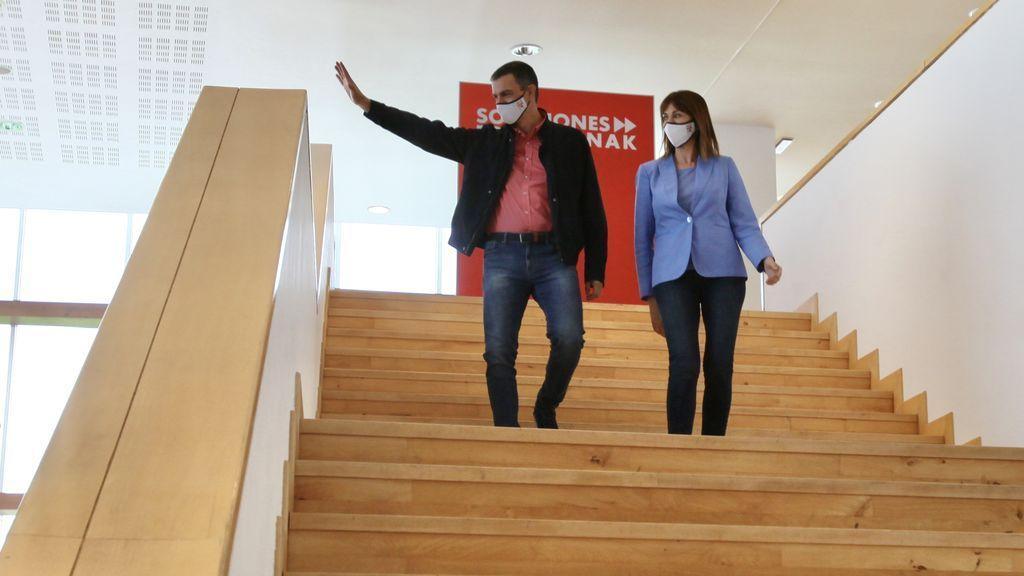 Pedro Sánchez e Idoia Mendia en un acto electoral en San Sebastián