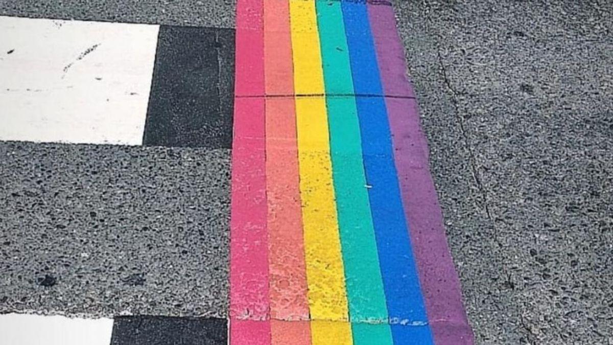 Pasos de cebra multicolor para celebrar el orgullo LGTBI en la era pos COVID-19