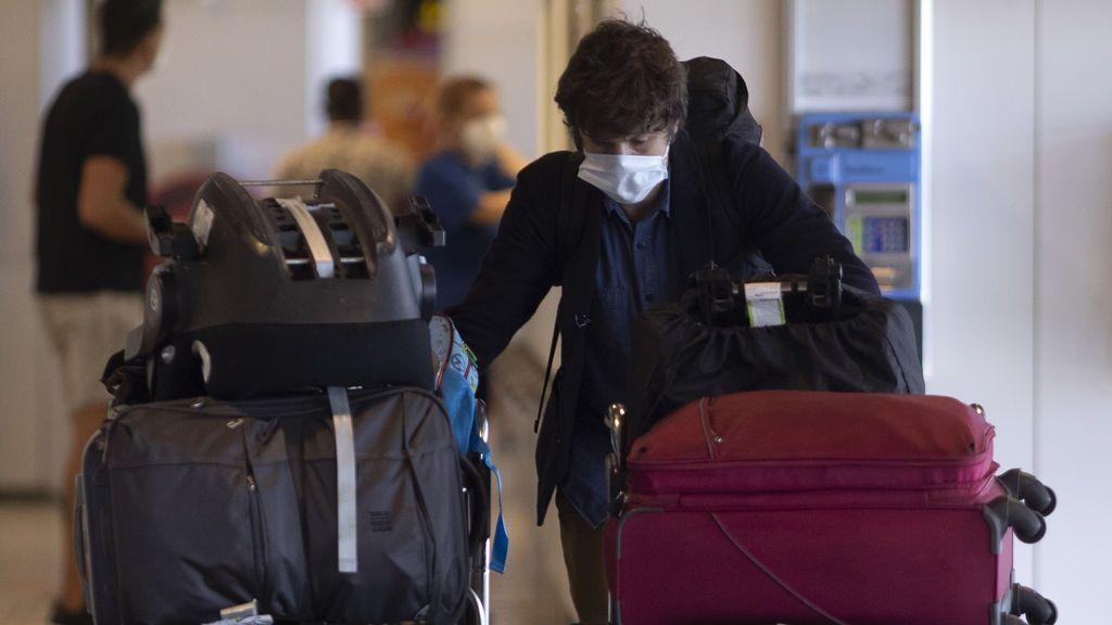 Sanidad notifica un brote de COVID-19 con 5 casos en un entorno laboral en Madrid capital