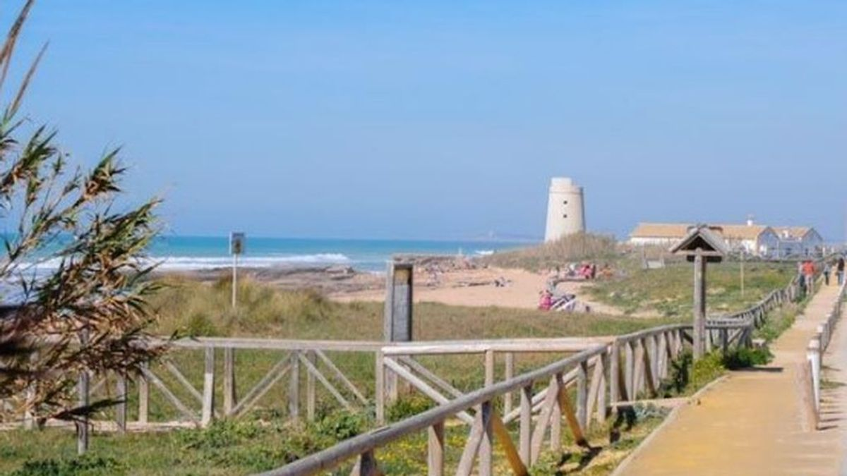 Una playa de Cádiz habilita un espacio para mayores de 65 años