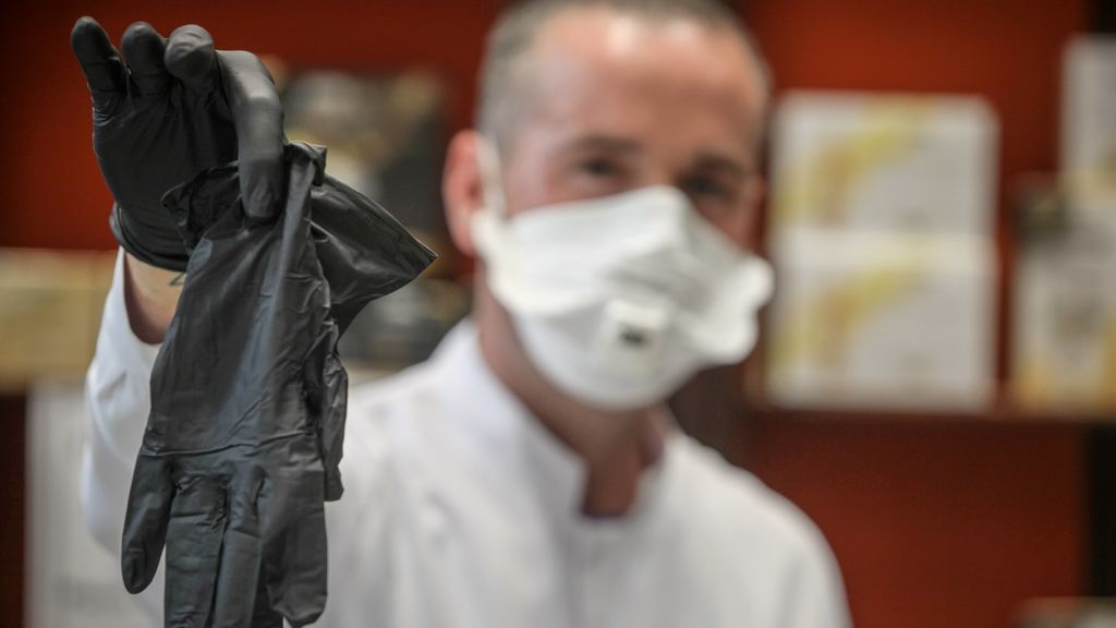 Europa rechaza recomendar guantes para protegerse del coronavirus