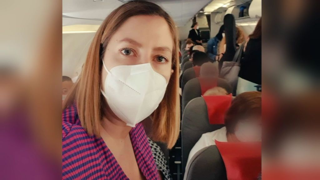 """La indignación de una científica en un vuelo: """"Meter a más de 150 personas hacinadas en un avión es un disparate sanitario"""""""