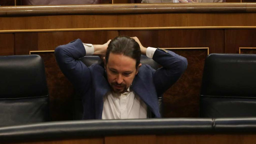 """Pablo Iglesias no devolvió la tarjeta del móvil a Dina para """"quitarle presión"""""""