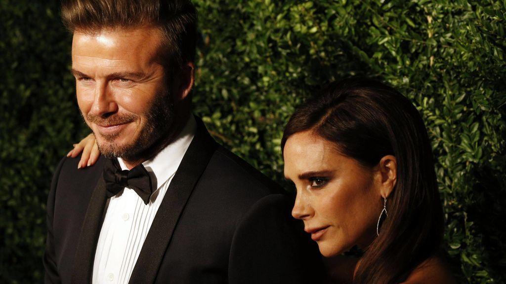 """Victoria Beckham pide opinión para celebrar su aniversario de boda con David: """"Llevamos 21 años casados"""""""