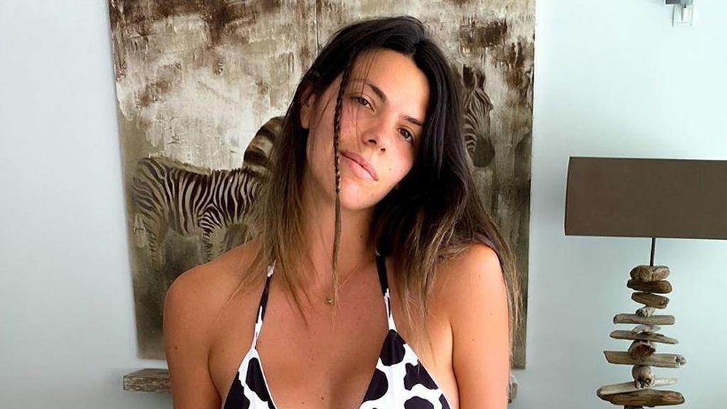 Así son las chanclas de 700 euros de Laura Matamoros