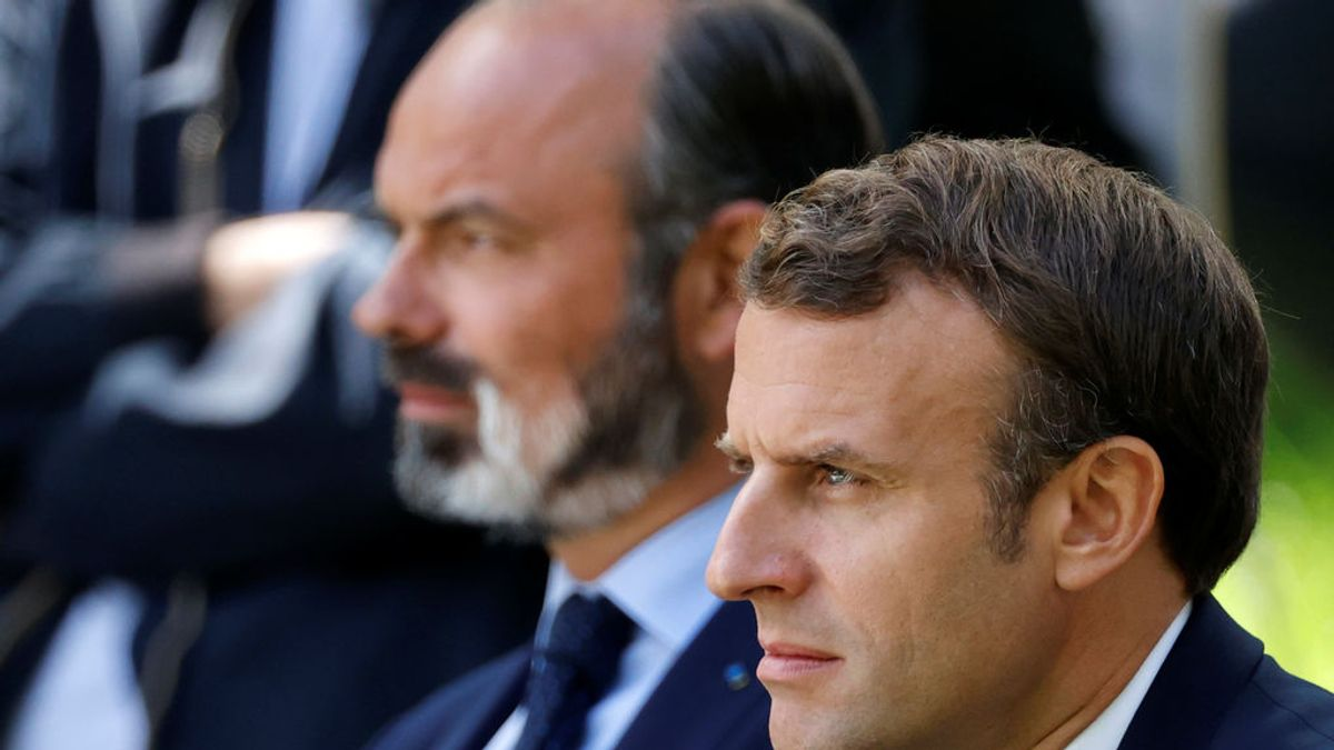 El Gobierno francés en pleno presenta su dimisión