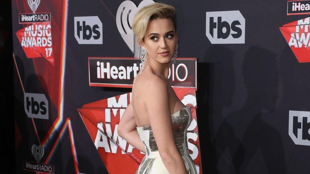 También, la cantante Katy Perry decidió probar con este nuevo estilo.