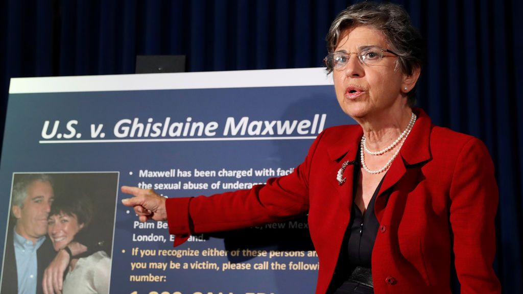 El FBI acusa a Maxwell  de delitos sexuales, conspiración y perjuicio