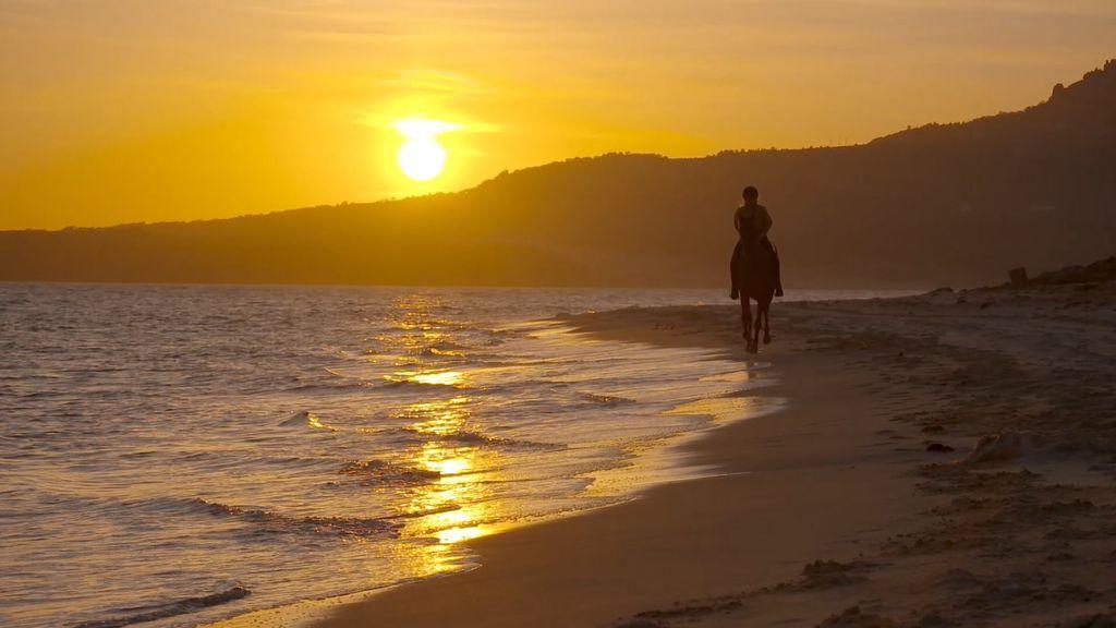 Atardecer en la playa de Bolonia