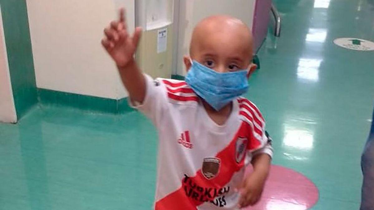 Un niño de 3 años gana una larga batalla contra el cáncer en plena pandemia de coronavirus