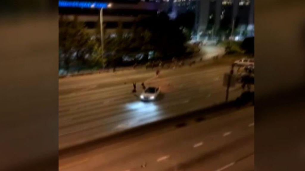 Un coche embiste a dos mujeres que se manifestaban en Seattle: las víctimas se encuentran graves