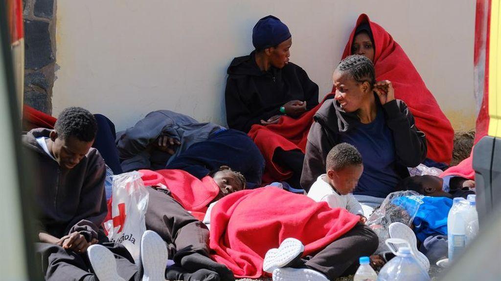 Desarticulada una red de tráfico de migrantes que organizó 20 pateras de Marruecos a Canarias