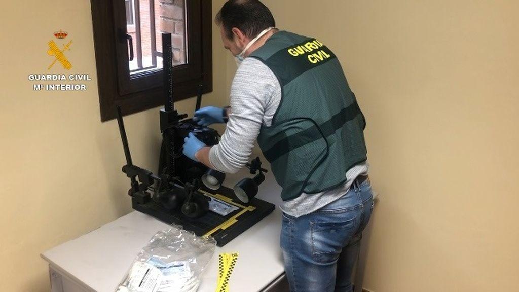 Tres detenidos por vender miles de mascarillas no homologadas en Ávila, Madrid y Valencia