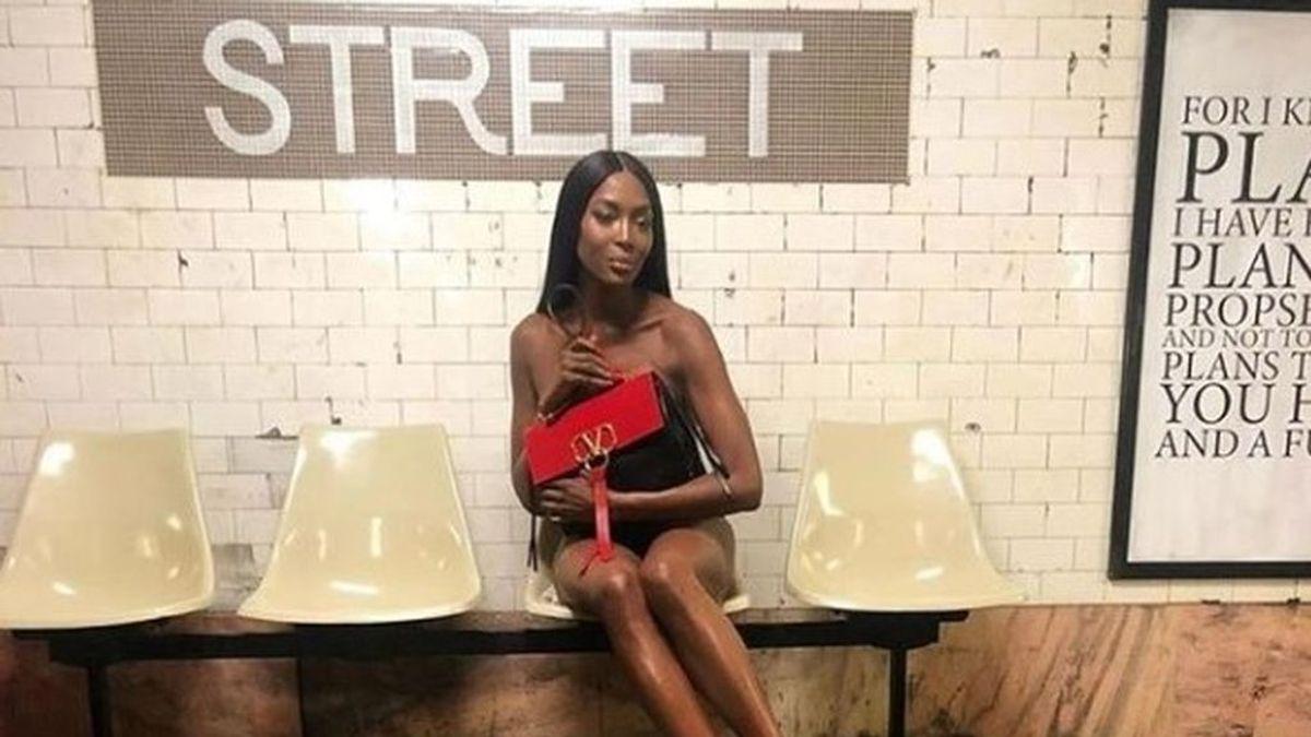 Naomi Campbell comparte en redes sociales una sesión de desnudo en el Metro de Nueva York