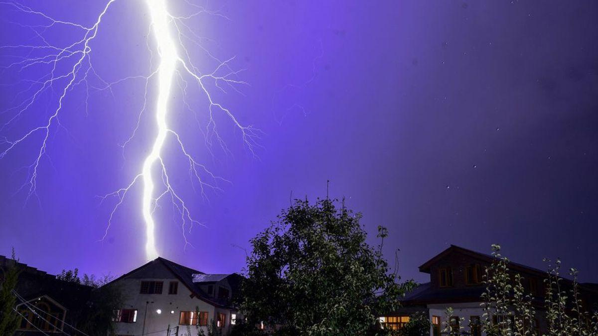 Un centenar de muertos en India por los rayos: el monzón desembarca con fuertes tormentas eléctricas