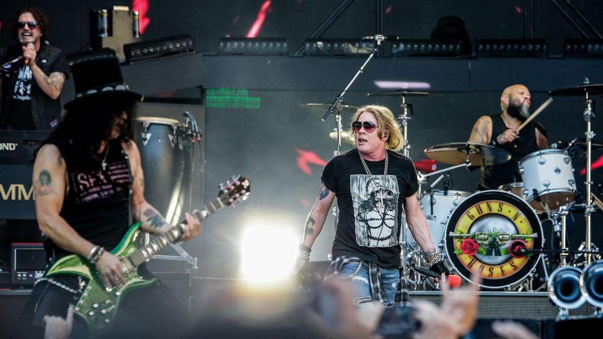 """Slash da pistas sobre el aniado nuevo disco de Guns and Roses: """"He estado tocando con Duff y con Axl"""""""