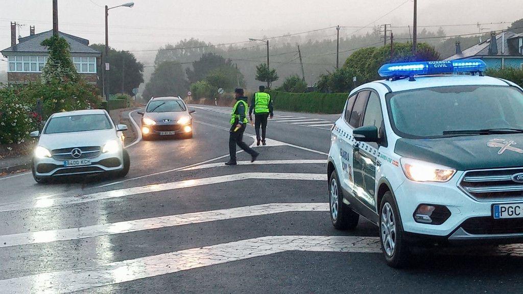 Un amplio dispositivo de la Guardia Civil controla las carreteras en A Mariña