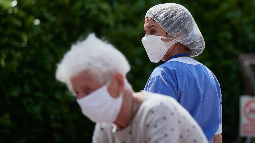 El coronavirus se transmite por el aire: 239 científicos contradicen a la OMS