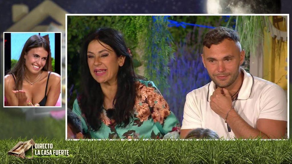 Cristian le pregunta a Sofía por su novia