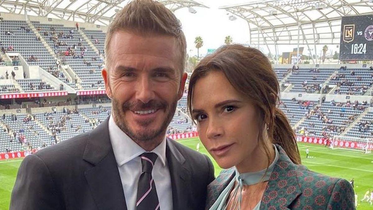 """""""Me gusta la que lleva el mono de cuero"""": David Beckham narra su flechazo con Victoria mientras veía una actuación de las Spice Girls"""