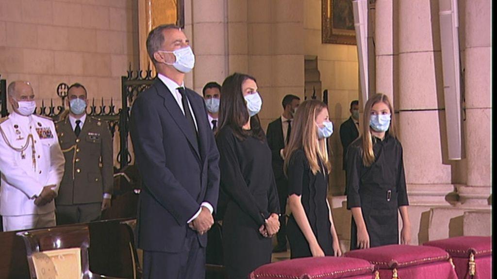 Los reyes presiden el funeral por las víctimas de la pandemia en La Almudena