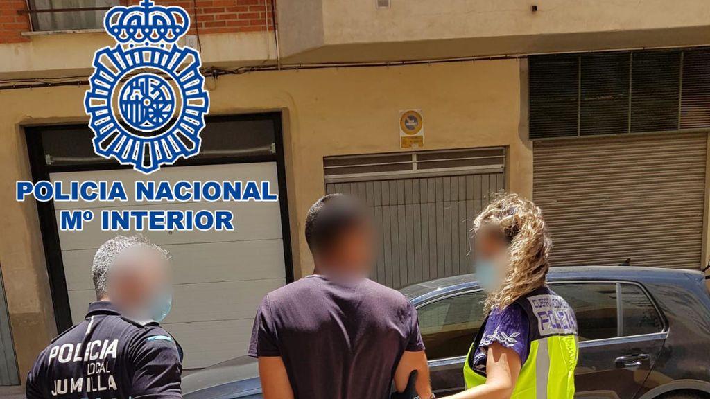 Detenidos dos hombres en Jumilla acusados de agredir sexualmente a una joven en una playa de Alicante
