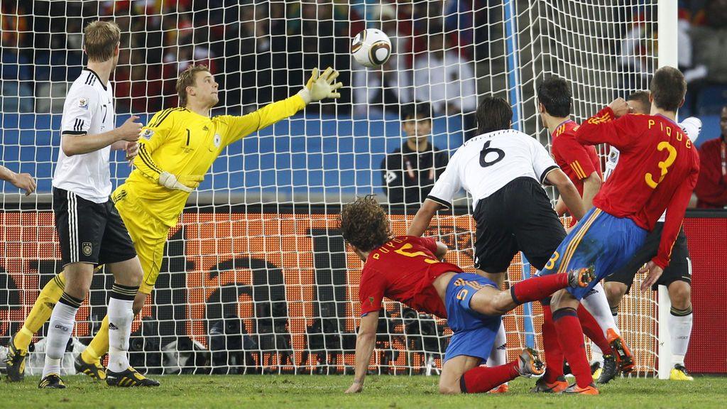 Puyol rematando el gol de la victoria