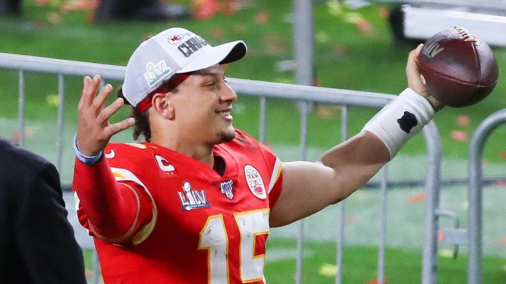 Un jugador de la NFL de 24 años firma el contrato más bestia del deporte: 110.000 euros al día hasta un total de 450 millones