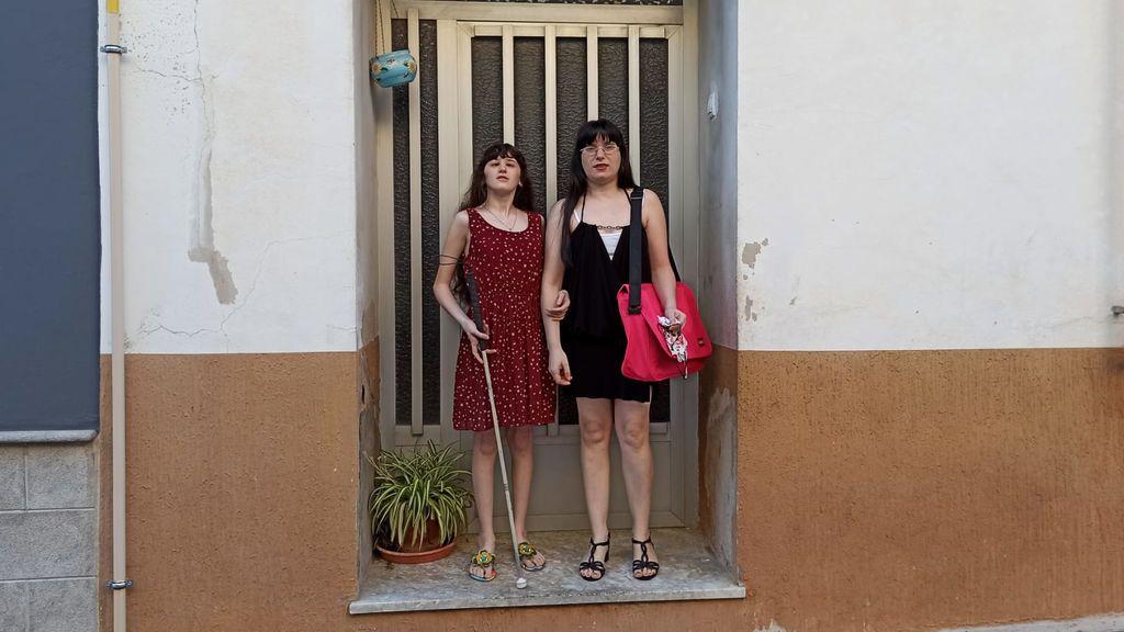 Eva y su madre Paqui salen de casa para ir al IES Pedreguer