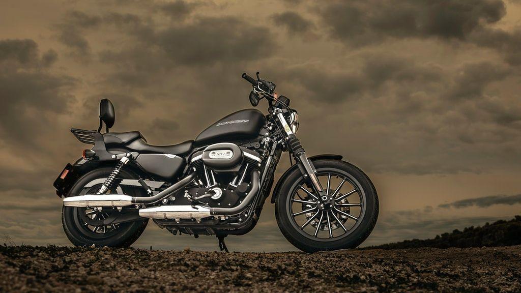 black-motorcycle-2611675