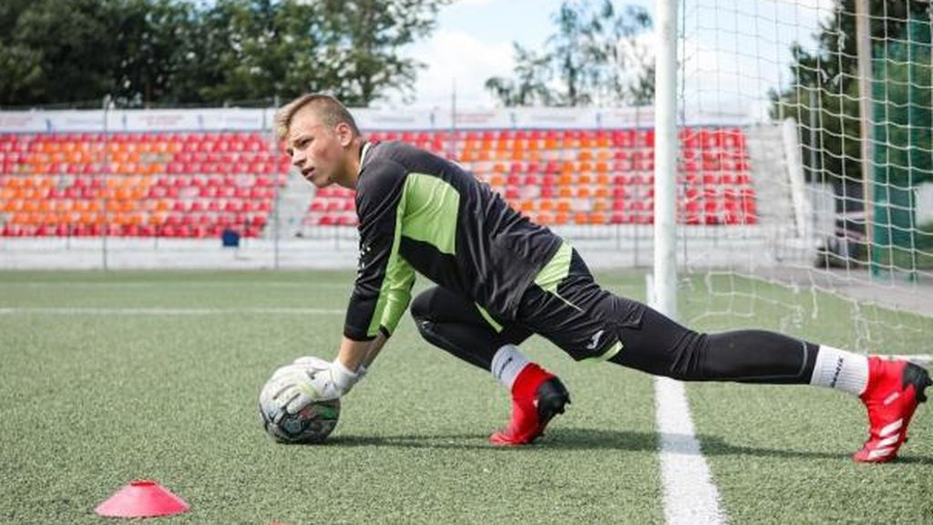 Un portero de fútbol ruso, en coma tras ser alcanzado por un rayo en un día de cielo despejado