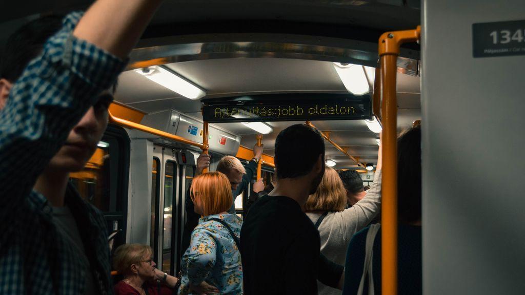 El metro de Berlín invita a no echarse desodorante para que usar la mascarilla sea todavía más necesario