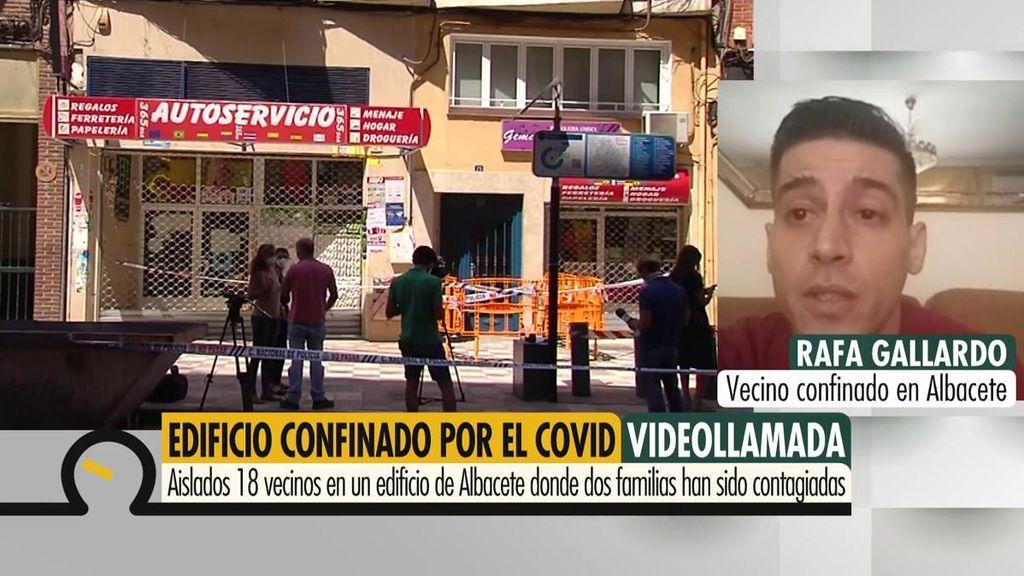 """Rafa, vecino del edificio aislado en Albacete: """"De momento hemos dado todos negativo"""""""